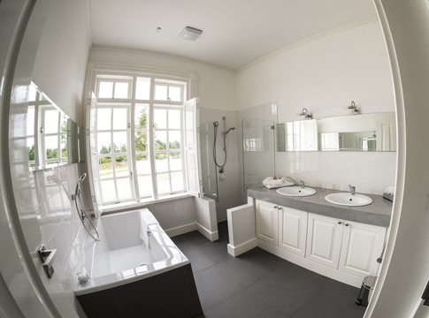 En Suite bathroom Family Unit Buffelsdam Country House